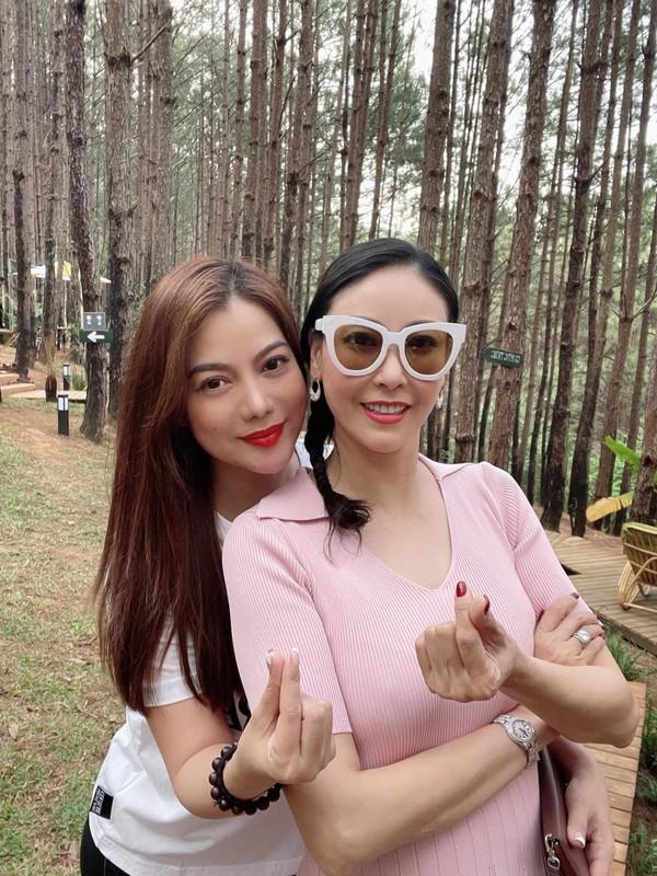 MC Mai Ngoc VTV mat moc van dep rang ngoi ben hoa buoi-Hinh-4