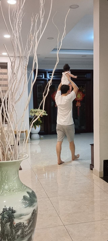 MC Mai Ngoc VTV mat moc van dep rang ngoi ben hoa buoi-Hinh-5