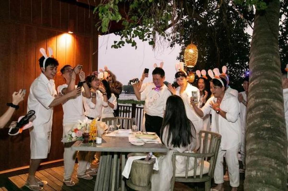 Ngo Thanh Van deo nhan o ngon ap ut, nghi Huy Tran cau hon-Hinh-5