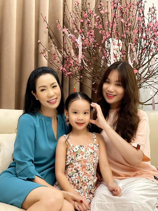 Van Dung tinh tu cung Manh Hung hau truong