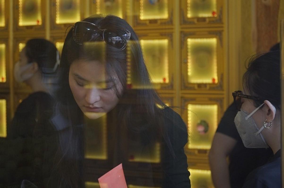 Dang Thu Thao, Dong Nhi tien biet chuyen gia trang diem Minh Loc