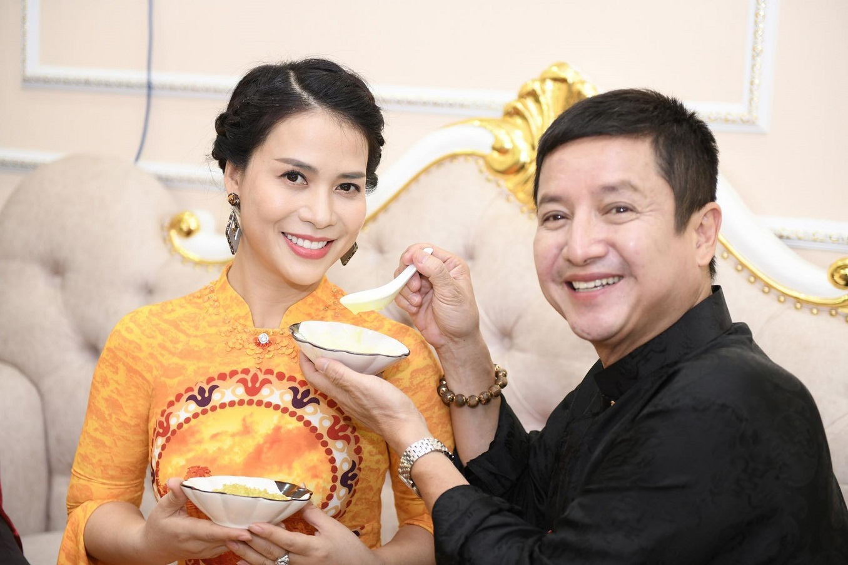 Ban gai kem 17 tuoi cua Chi Trung xinh dep o tuoi 43-Hinh-13