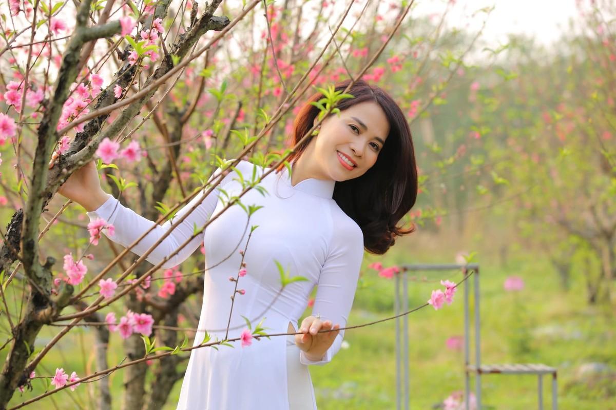 Ban gai kem 17 tuoi cua Chi Trung xinh dep o tuoi 43-Hinh-6