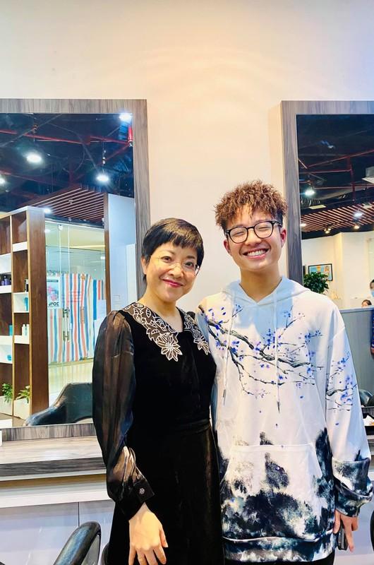 MC Thao Van khoe con trai 16 tuoi phong phao cao 1m70