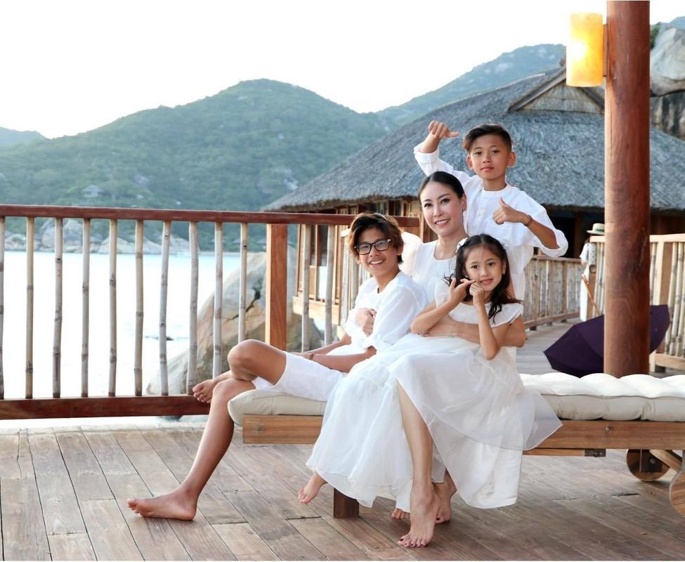 BTV Quang Minh vui ve tham Hoi An cung vo va 4 con trai-Hinh-6