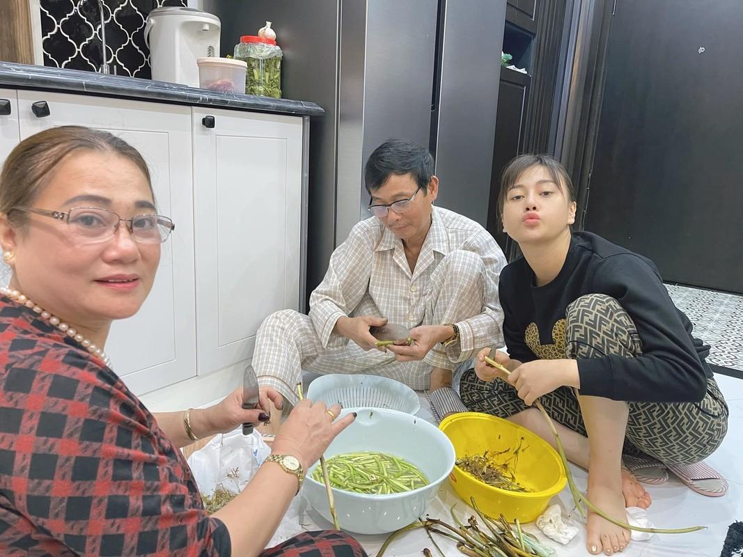 BTV Quang Minh vui ve tham Hoi An cung vo va 4 con trai-Hinh-7