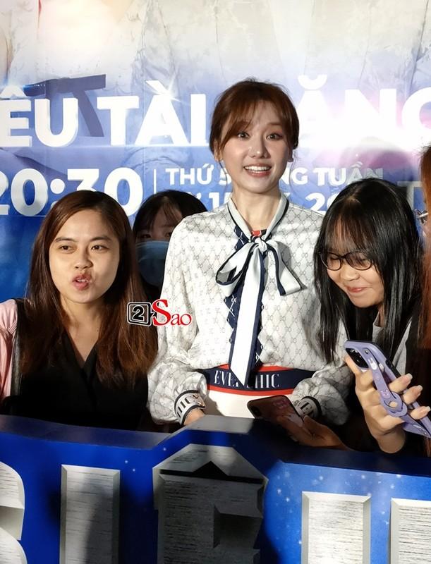 "Nhan sac that Hari Won qua camera thuong: Co xung ""khong tuoi""?-Hinh-3"