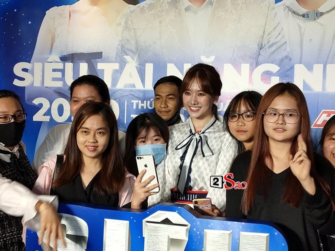 "Nhan sac that Hari Won qua camera thuong: Co xung ""khong tuoi""?-Hinh-6"