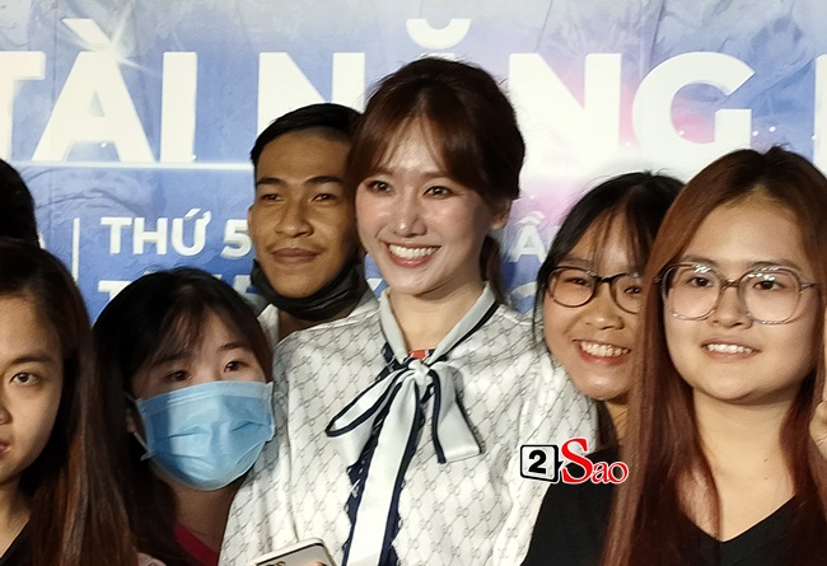 "Nhan sac that Hari Won qua camera thuong: Co xung ""khong tuoi""?-Hinh-7"