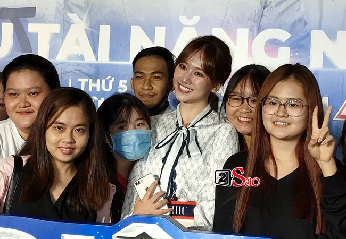 "Nhan sac that Hari Won qua camera thuong: Co xung ""khong tuoi""?-Hinh-8"
