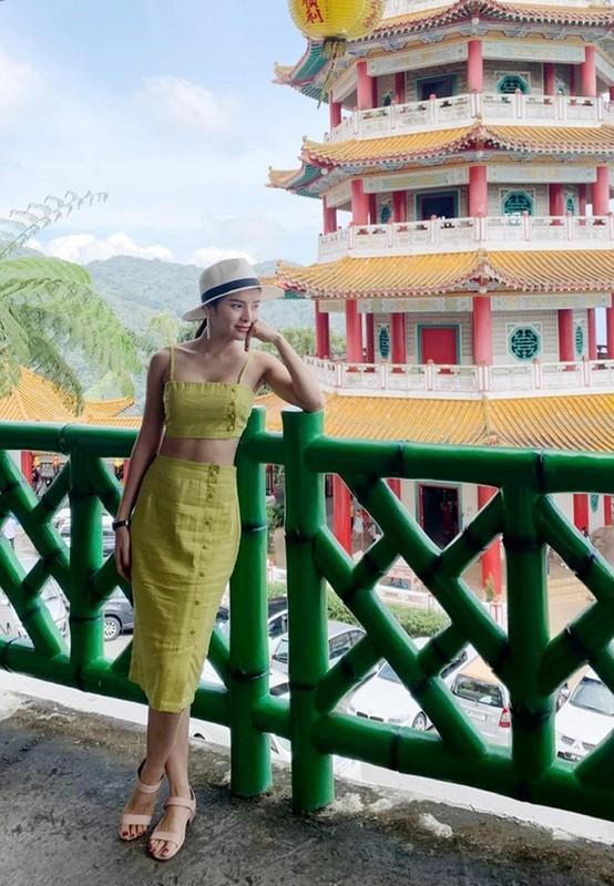 Con gai Ho Ngoc Ha tuoi roi khi duoc me be-Hinh-11