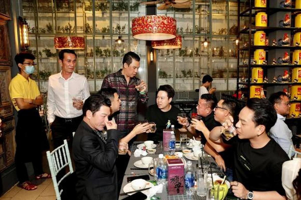 Chong cu to chuc sinh nhat xa xi cho con trai, Le Quyen vang mat-Hinh-7