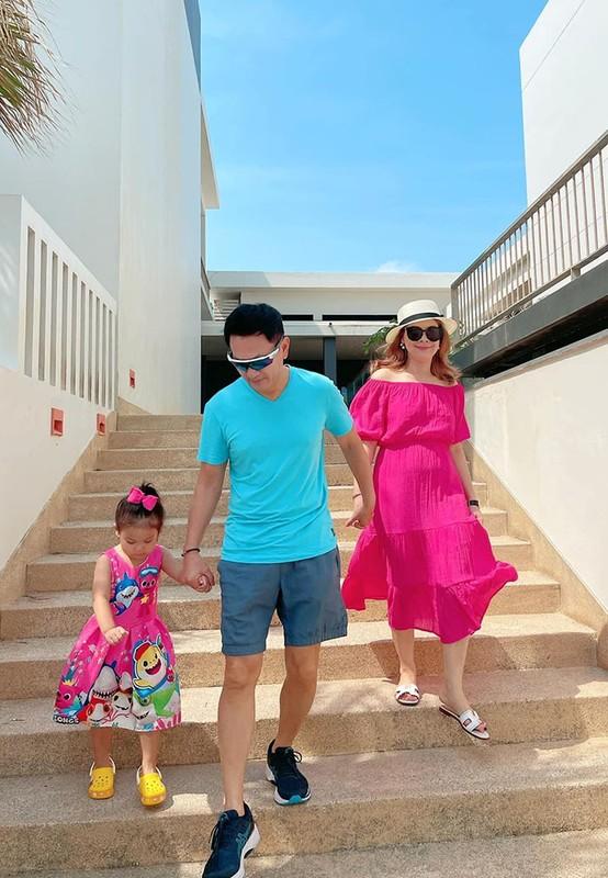 Ho Ngoc Ha - Kim Ly hanh phuc ben ba con trong ngay nghi le-Hinh-14