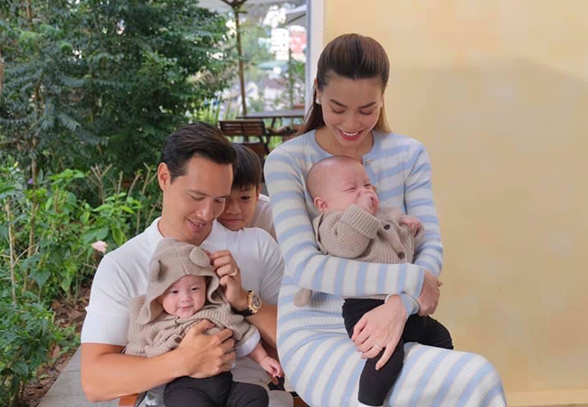 Ho Ngoc Ha - Kim Ly hanh phuc ben ba con trong ngay nghi le-Hinh-2