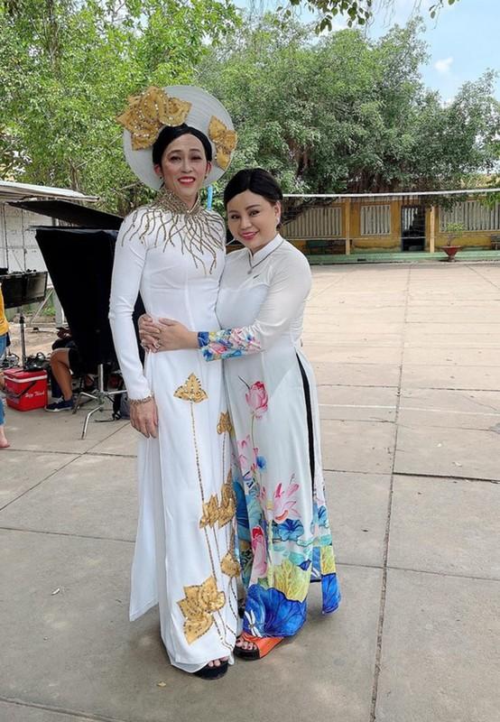 Chi Trung hanh phuc mung sinh nhat ban gai kem 17 tuoi-Hinh-16
