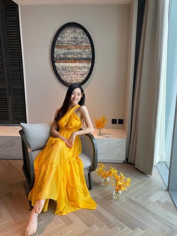 Luong Thuy Linh chan dai 1m22, dep hut hon o tuoi 21-Hinh-13