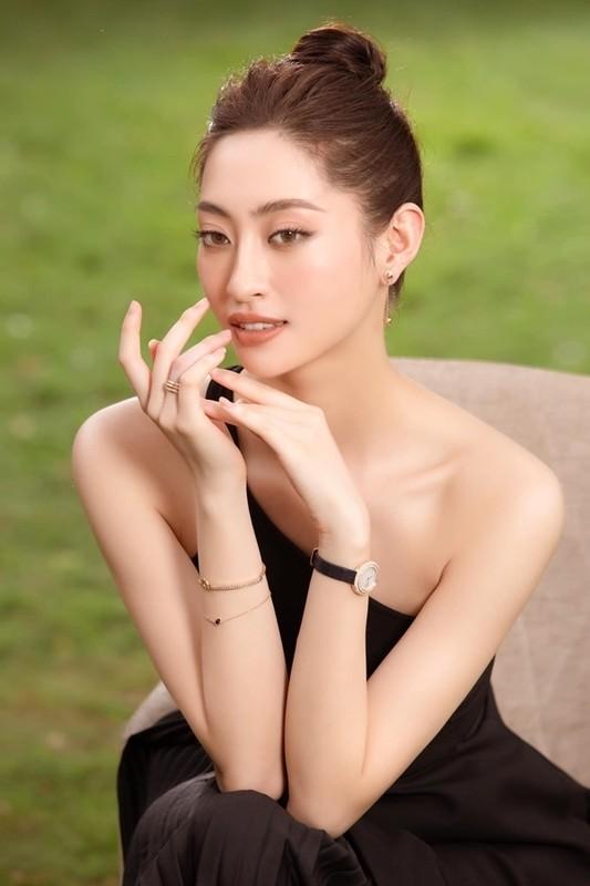 Luong Thuy Linh chan dai 1m22, dep hut hon o tuoi 21-Hinh-3