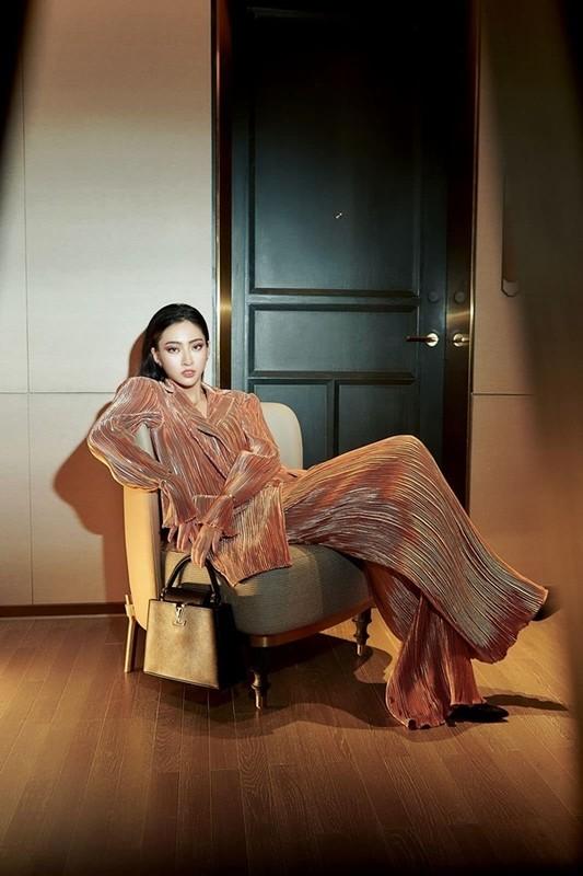 Luong Thuy Linh chan dai 1m22, dep hut hon o tuoi 21-Hinh-6