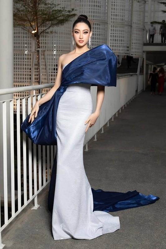 Luong Thuy Linh chan dai 1m22, dep hut hon o tuoi 21-Hinh-9