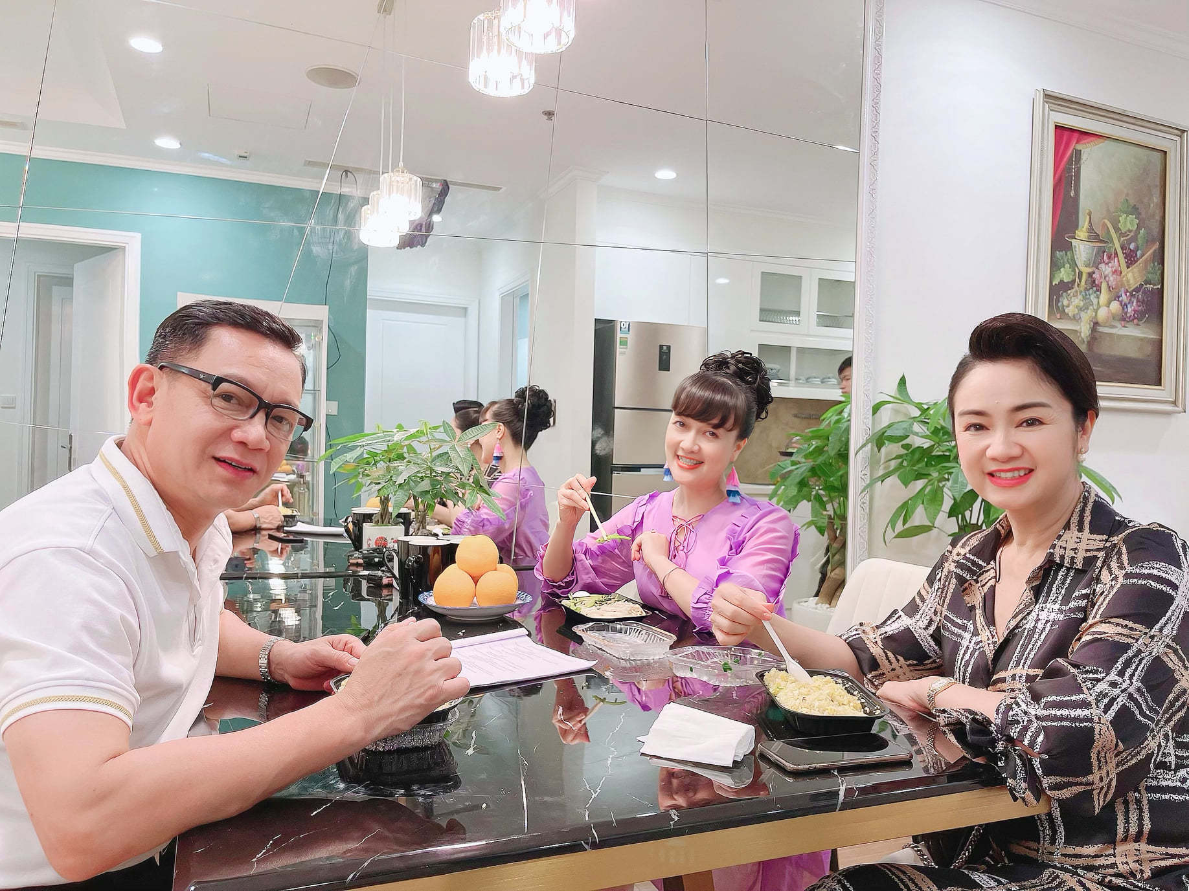 Sot anh nghe si Pham Cuong than thiet ben Thu Ha, Van Dung