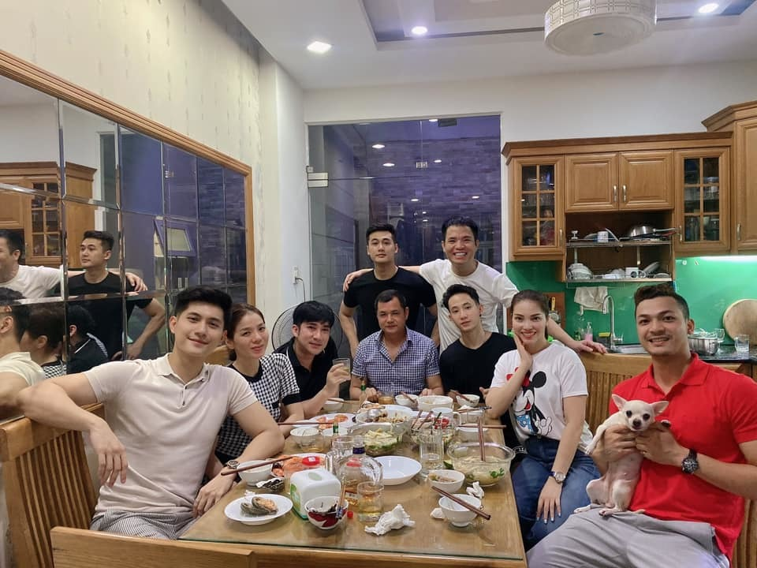 Nhu Quynh bieu cam hai huoc khi tao dang cung Tran Thanh-Hinh-3