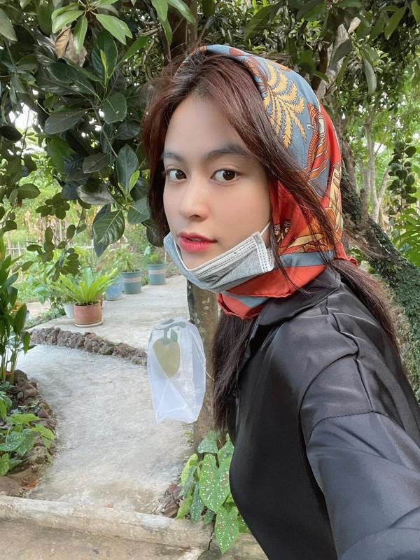 Nhu Quynh bieu cam hai huoc khi tao dang cung Tran Thanh-Hinh-4