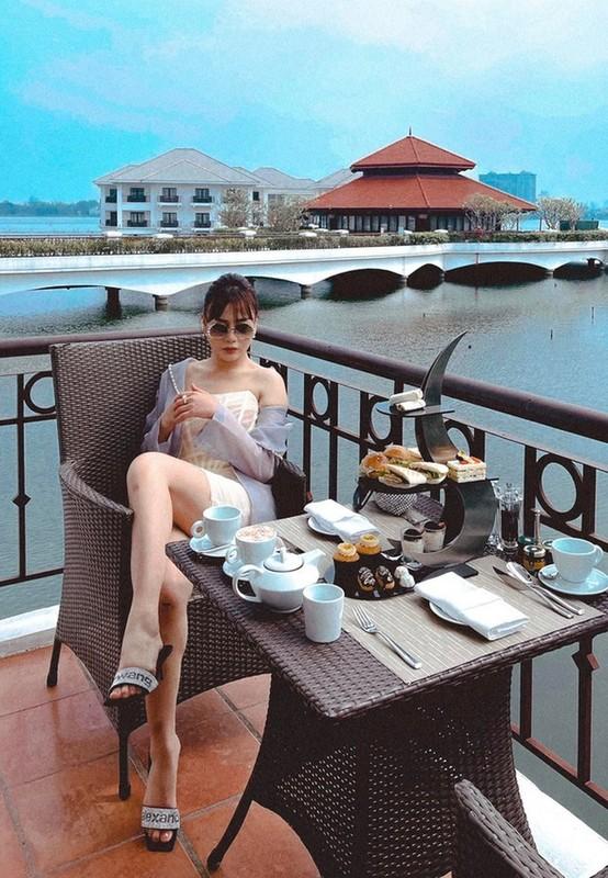 Diva Hong Nhung giu voc dang thon gon o tuoi 51-Hinh-11