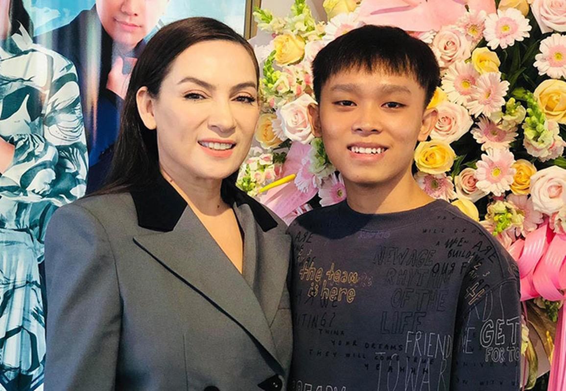 Diva Hong Nhung giu voc dang thon gon o tuoi 51-Hinh-2