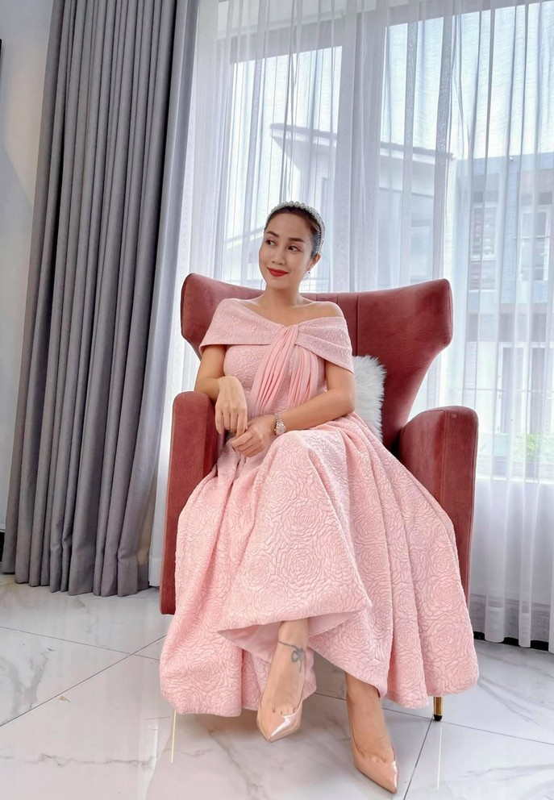 Diva Hong Nhung giu voc dang thon gon o tuoi 51-Hinh-9