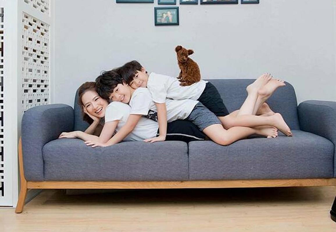 Hai con gai MC Quyen Linh xinh dep, cao vuot bo me-Hinh-11