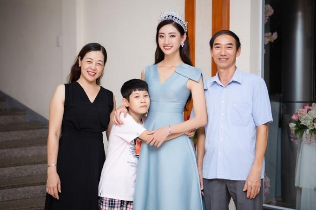 Me de Hoa hau Luong Thuy Linh: Nhan sac va dia vi dang ne-Hinh-6