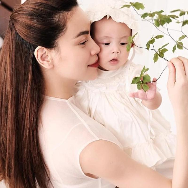 Con gai 7 thang tuoi xinh va dieu cua Ho Ngoc Ha - Kim Ly