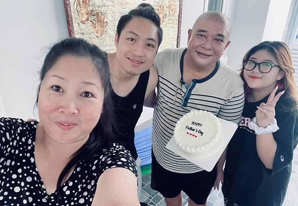 Hong Van ben ong xa Le Tuan Anh va 2 con sau on ao