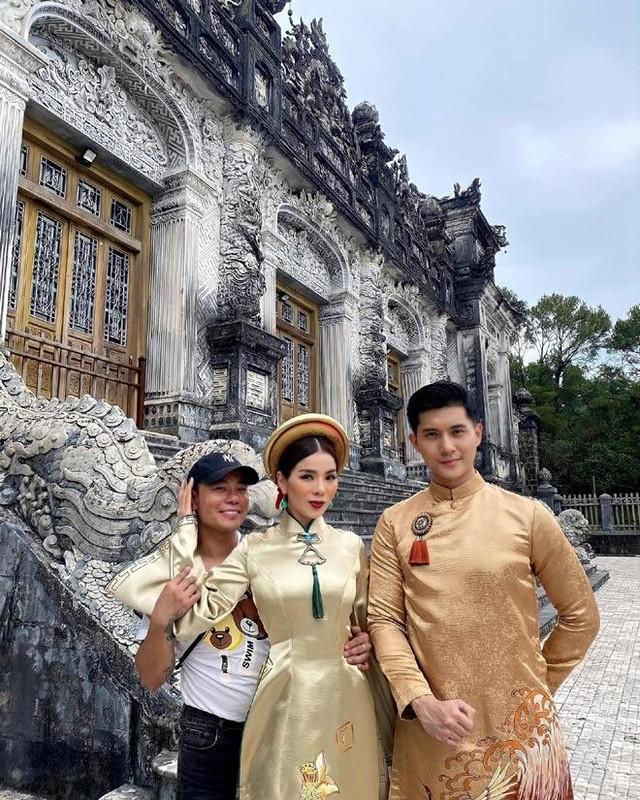Bo anh Le Quyen - Lam Bao Chau bi nhan xet nhu 2 me con