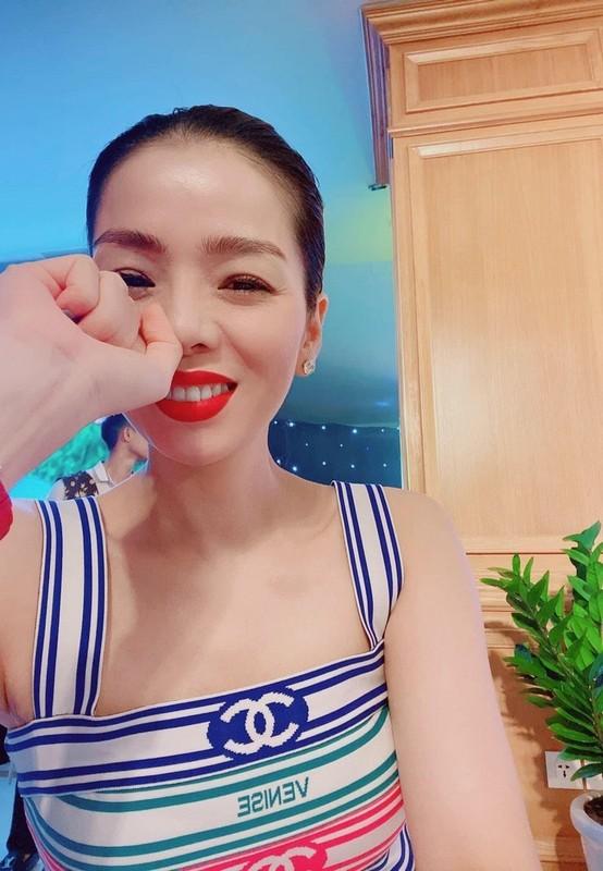 Thu Minh khoe than hinh quyen ru nho cham tap gym-Hinh-3