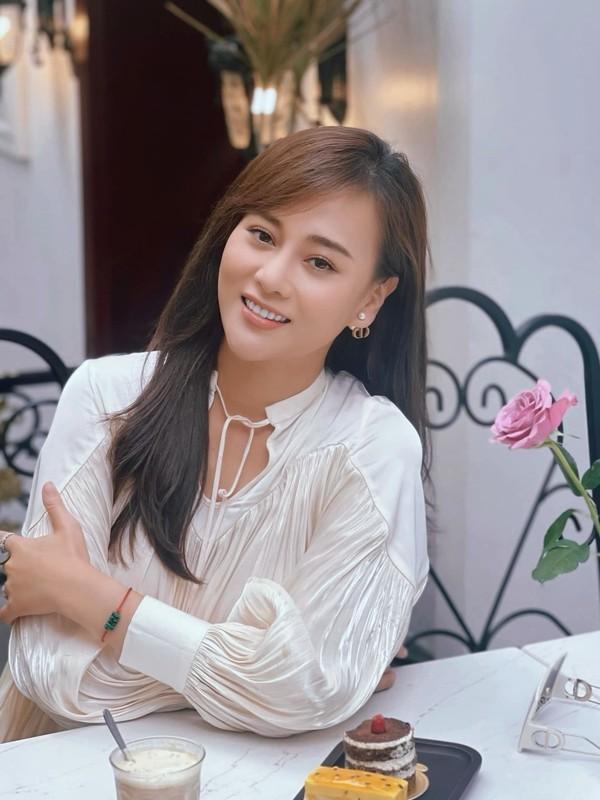"""Duong cong nong ruc cua Phuong Oanh """"Huong vi tinh than"""""""