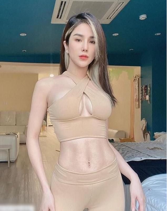 Diep Lam Anh gay hoang mang vi dien do tap nude ngo khoa than