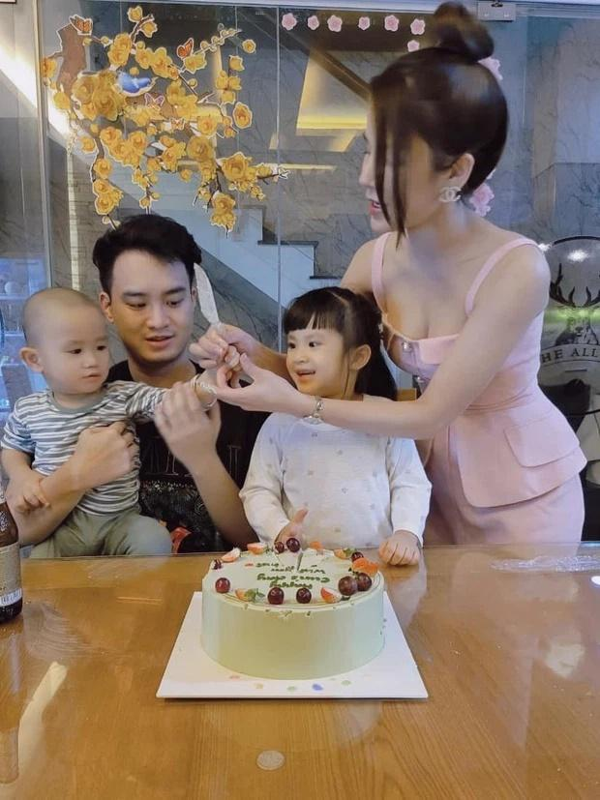 Diep Lam Anh chuong do mau hong khoe vong 1 goi cam-Hinh-2