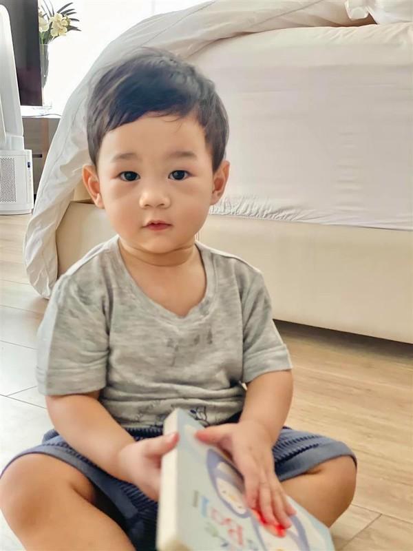 Cung xiu anh con trai Hoa hau Dang Thu Thao 1 tuoi lam vuon-Hinh-5
