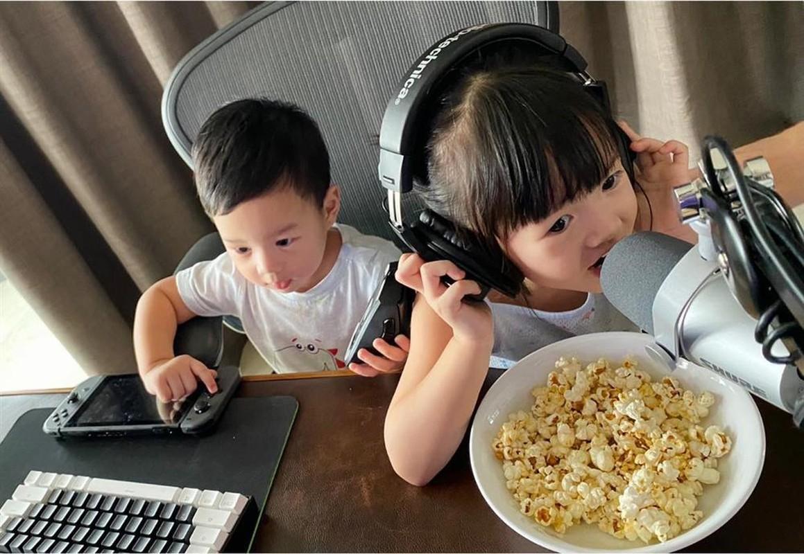 Cung xiu anh con trai Hoa hau Dang Thu Thao 1 tuoi lam vuon-Hinh-6