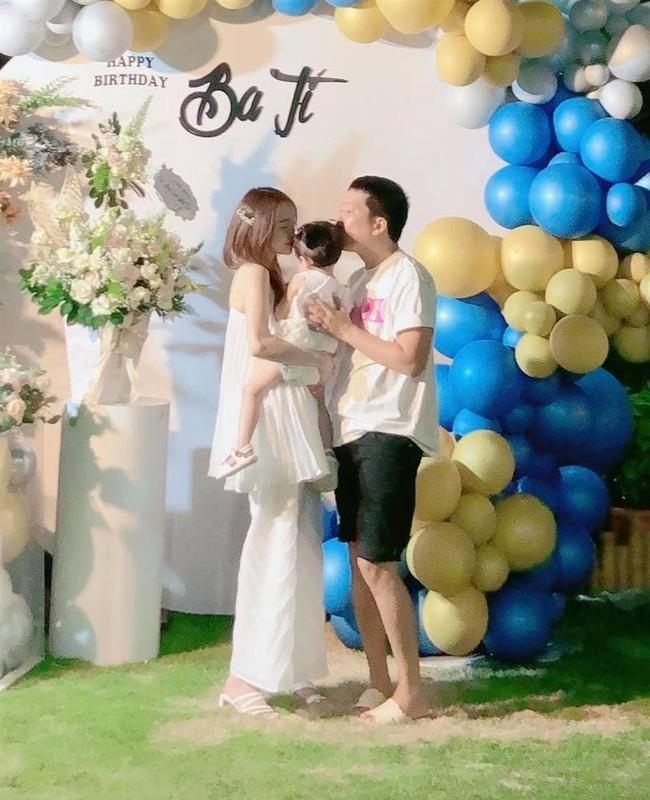 Con gai Truong Giang - Nha Phuong lo mat cute, lam viec nha thoan thoat-Hinh-10