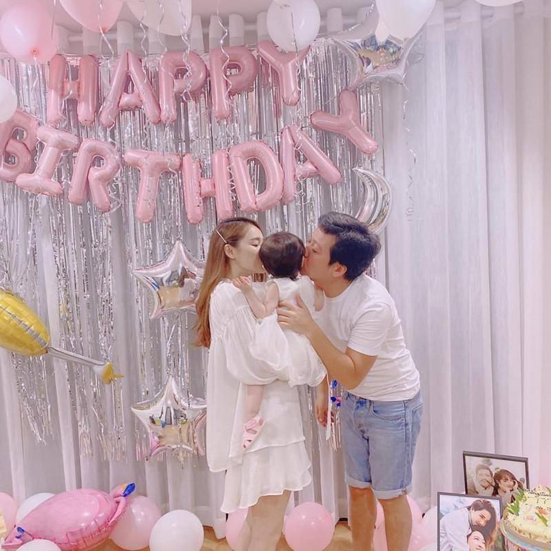 Con gai Truong Giang - Nha Phuong lo mat cute, lam viec nha thoan thoat-Hinh-11