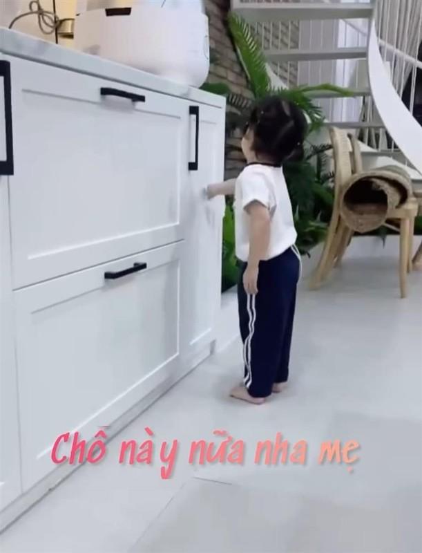 Con gai Truong Giang - Nha Phuong lo mat cute, lam viec nha thoan thoat-Hinh-2