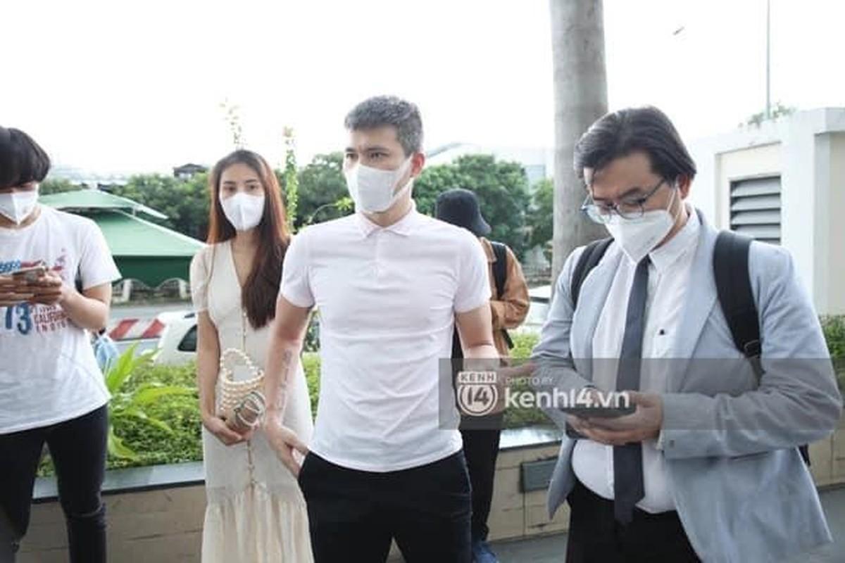 "Outfit di sao ke: Cong Vinh ""keo khoa quan"", Thuy Tien xinh het nac-Hinh-3"