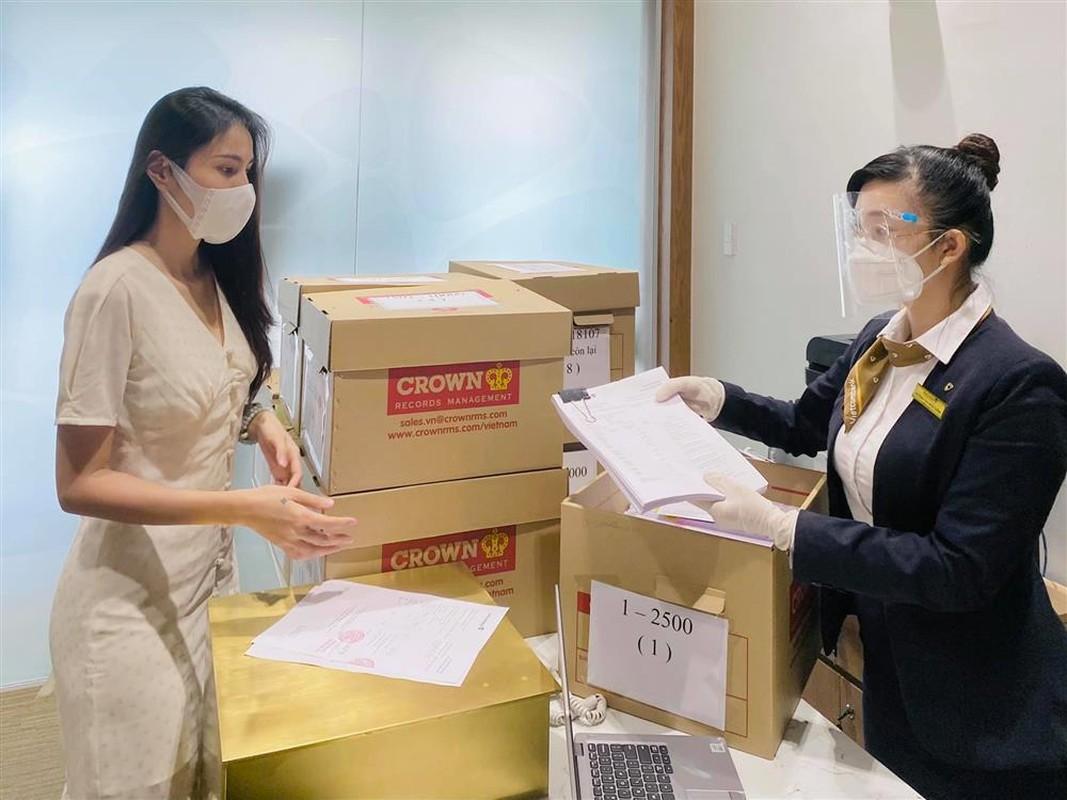 "Outfit di sao ke: Cong Vinh ""keo khoa quan"", Thuy Tien xinh het nac-Hinh-9"