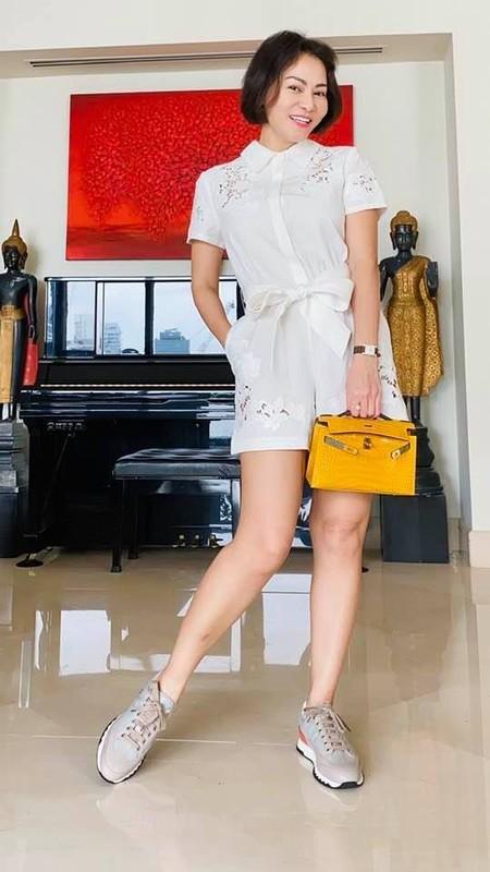 MC Mai Ngoc thoi su VTV hut mat voi dang dep, eo thon-Hinh-13