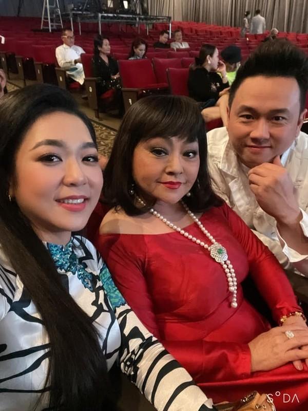 MC Mai Ngoc thoi su VTV hut mat voi dang dep, eo thon-Hinh-14