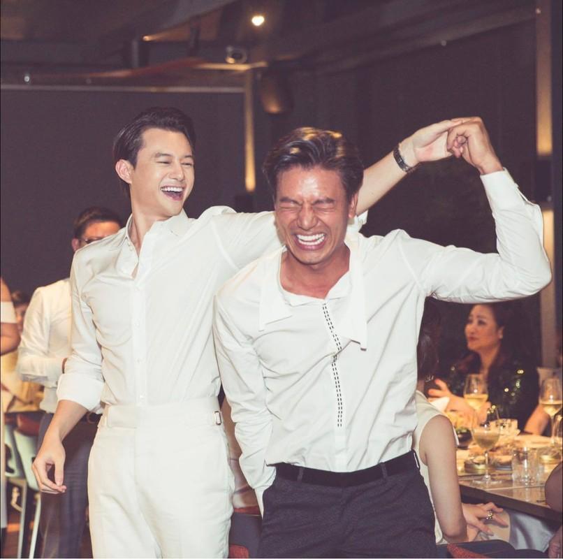 MC Mai Ngoc thoi su VTV hut mat voi dang dep, eo thon-Hinh-4