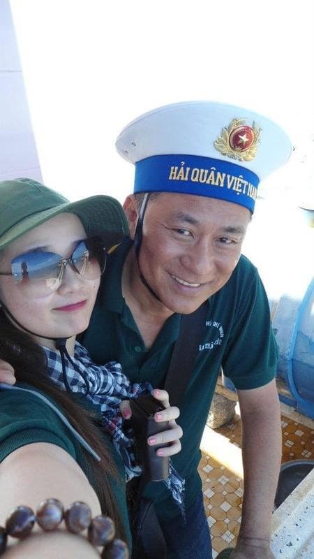 MC Mai Ngoc thoi su VTV hut mat voi dang dep, eo thon-Hinh-8