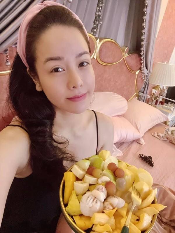 Le Quyen tao dang doc la khoe vong 3-Hinh-5